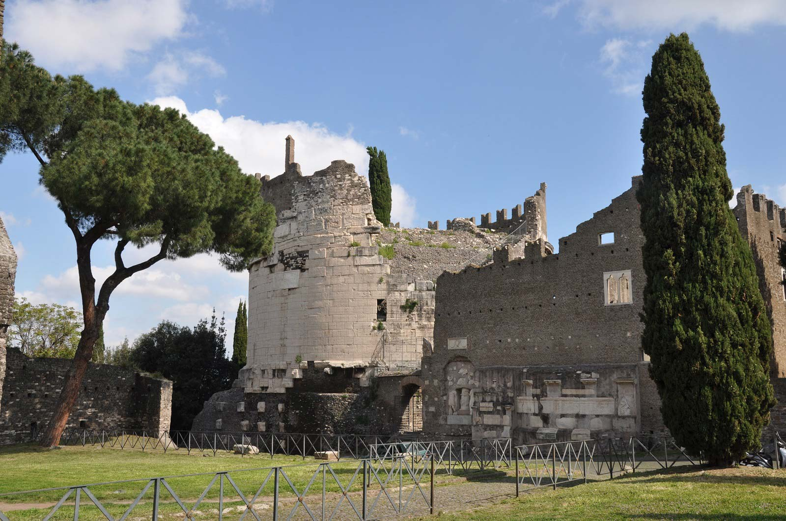 Undiscovered Rome - Catacombs of San Callisto and Appian Way tour