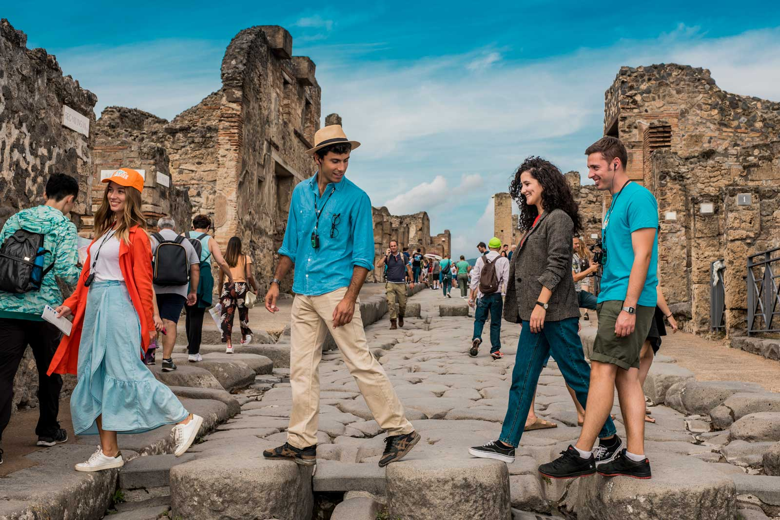 Round-Trip Shuttle bus service to Pompeii - Day trip from Rome and Pompeii guided tour